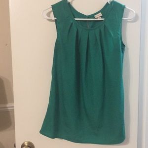 Green sleeveless shirt with pleats at the top
